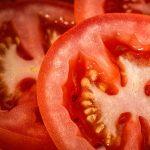 【トマトの湯むき】湯に浸ける時間はたったの5秒間で良い?簡単な方法も!